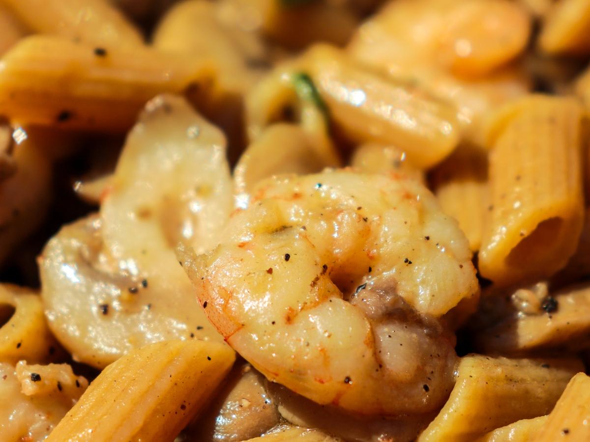Uova, bacon e fagioli - Mezze penne integrali al ragù di gamberi e funghi champignon - All rights reserved